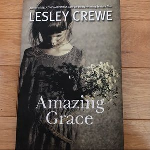 🍒2/$10  Amazing Grace by Lesley Crewe